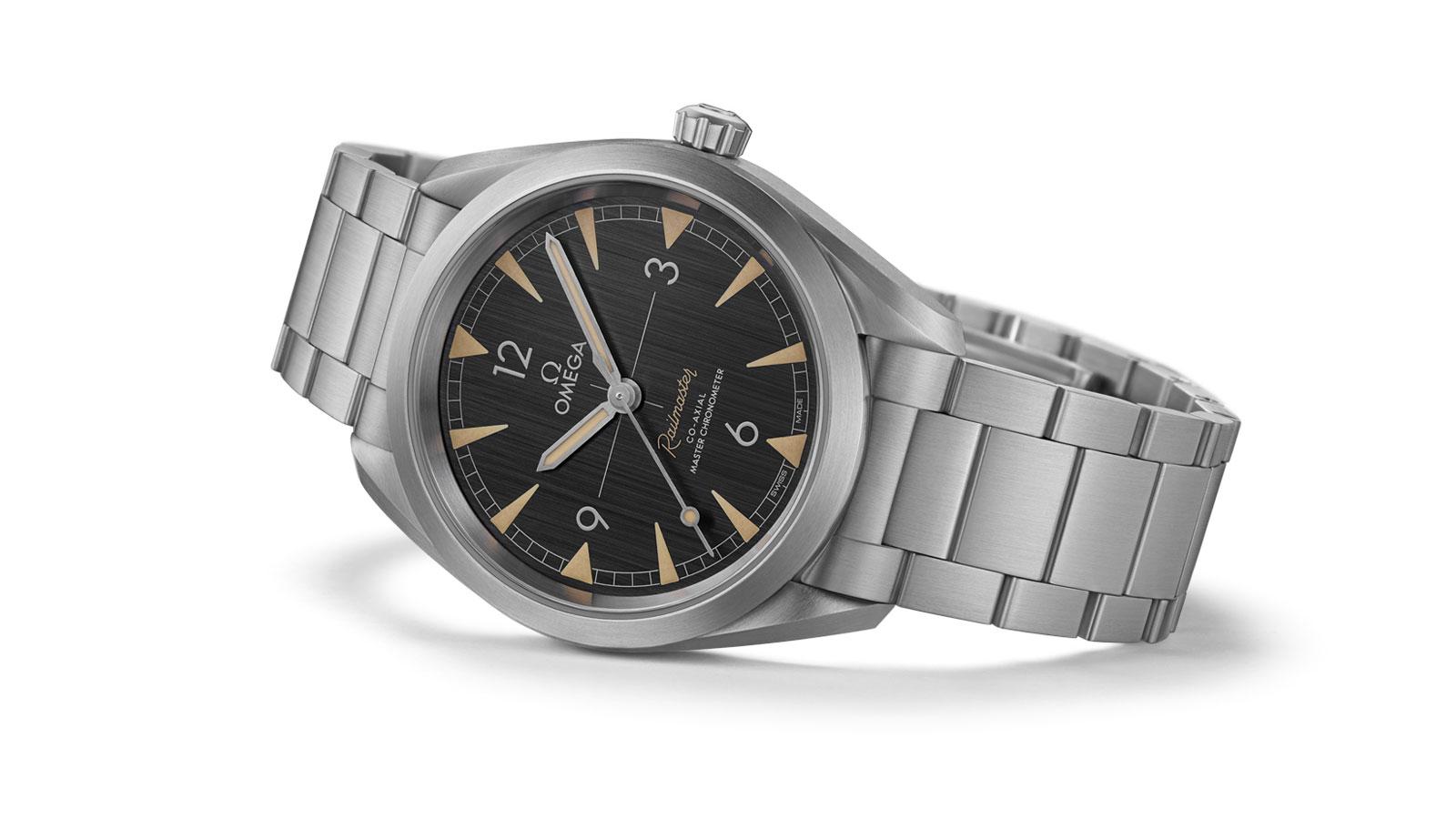 欧米茄海马系列铁霸腕表